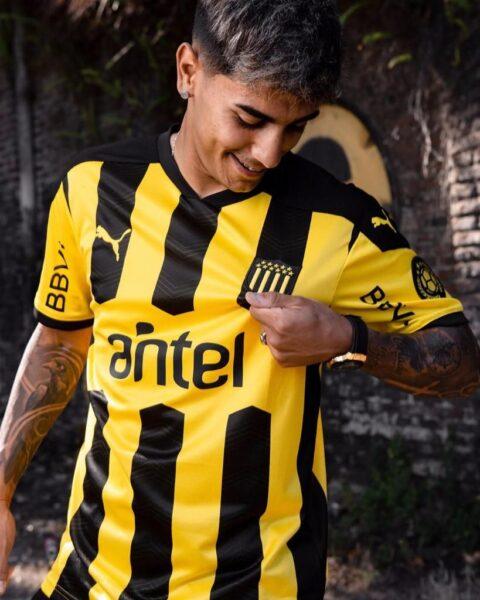 Camiseta de Peñarol 2021 | Imagen PUMA Uruguay