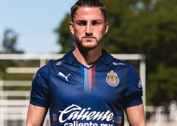 Tercera camiseta Puma de las Chivas de Guadalajara 2021