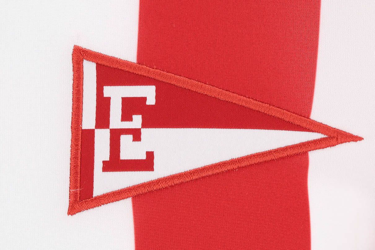 El escudo banderín en las camisetas de Estudiantes LP 2021 | Imagen Web Oficial