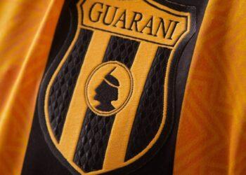 Camisetas Kyrios del Club Guaraní 2021