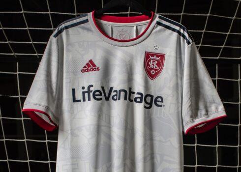 Camiseta adidas del Real Salt Lake 2021/2022   Imagen Web Oficial