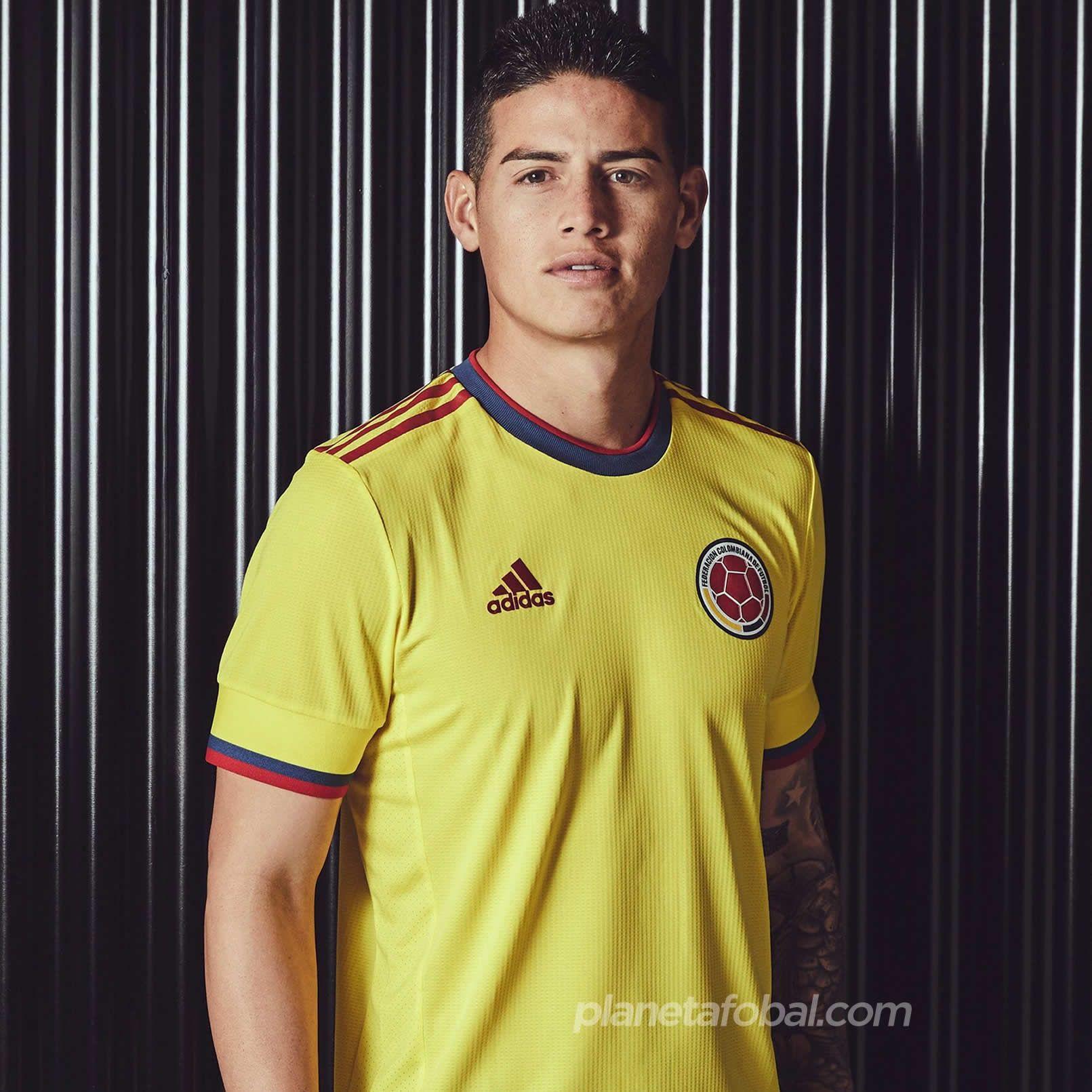 James Rodriguez con la nueva camiseta adidas de Colombia 2021