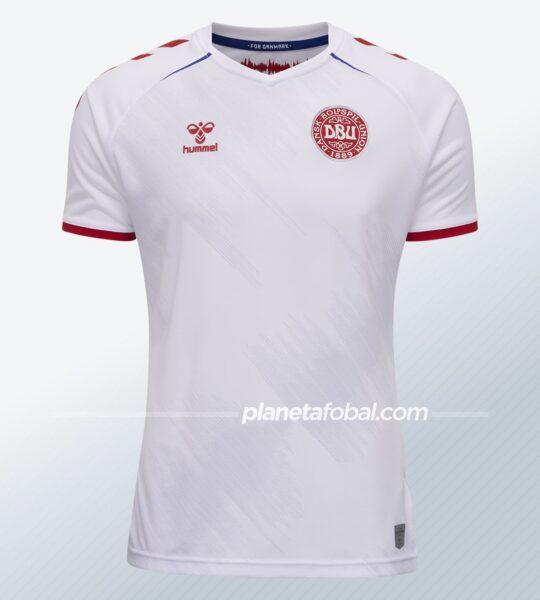 Camiseta alternativa Hummel de Dinamarca 2021   Imagen DBU