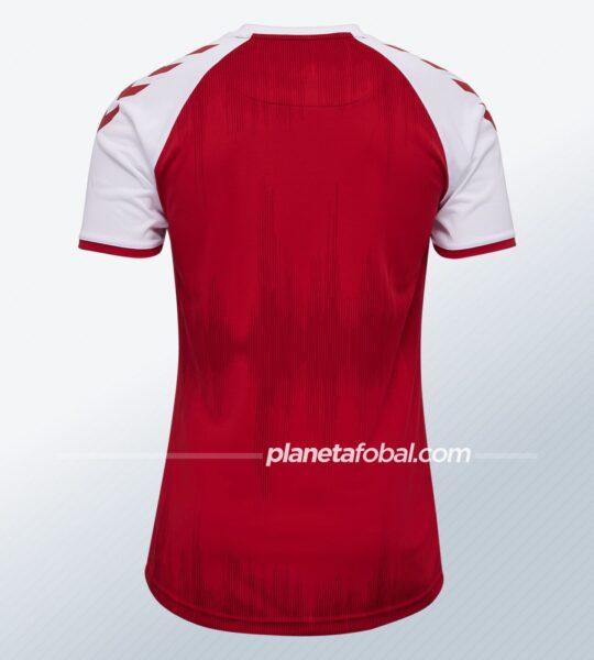 Camiseta titular Hummel de Dinamarca 2021   Imagen DBU