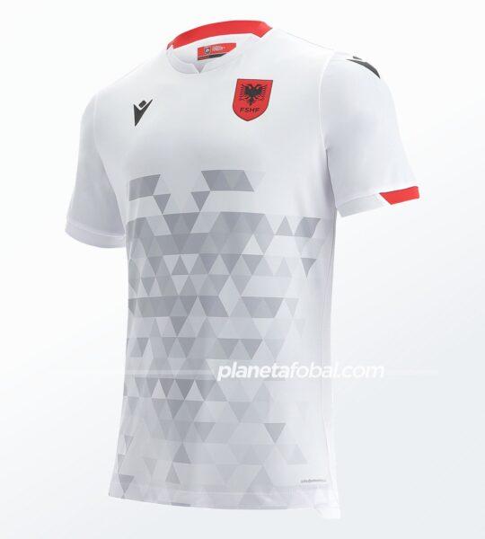 Camiseta suplente de Albania 2021/22   Imagen Macron