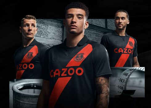 Camiseta suplente Hummel del Everton 2021/22   Imagen Web Oficial