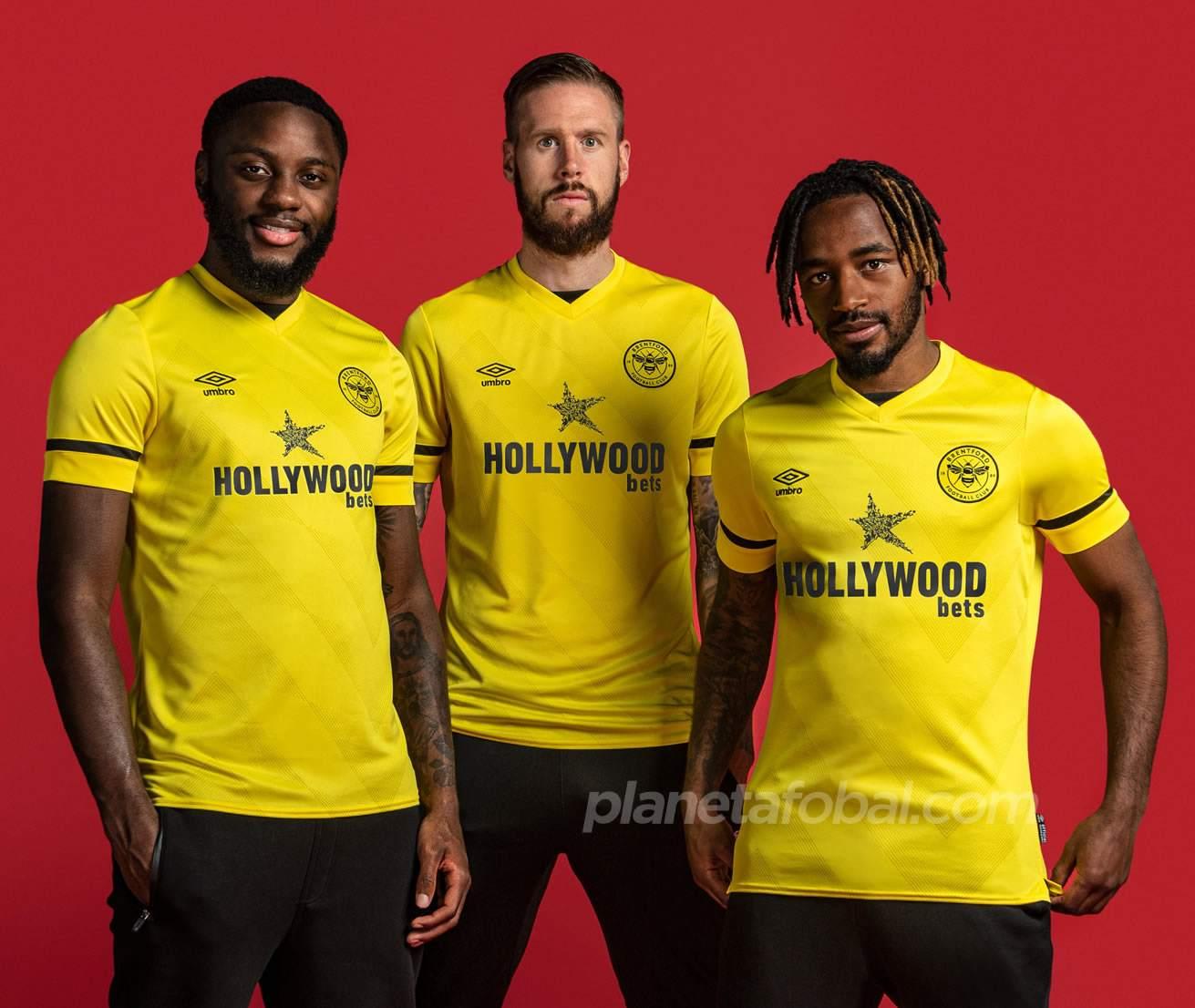 Camisetas Umbro del Brentford FC 2021/2022
