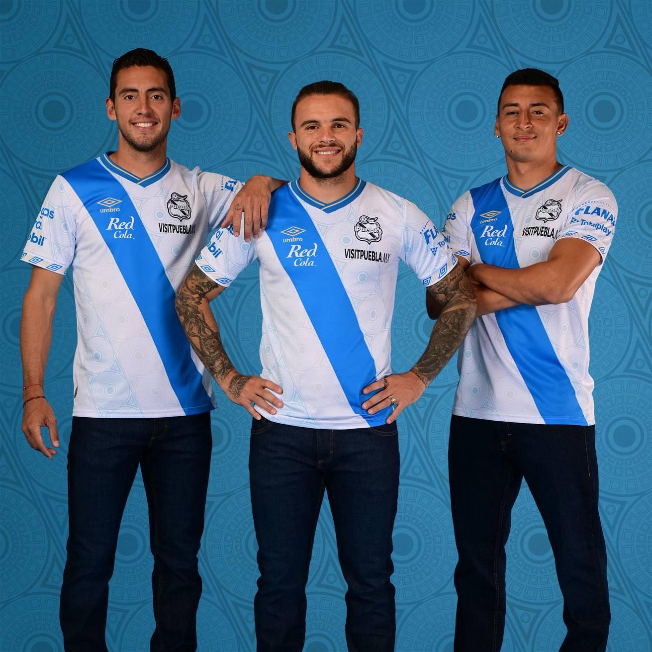 Camiseta local Umbro del Club Puebla 2021/22