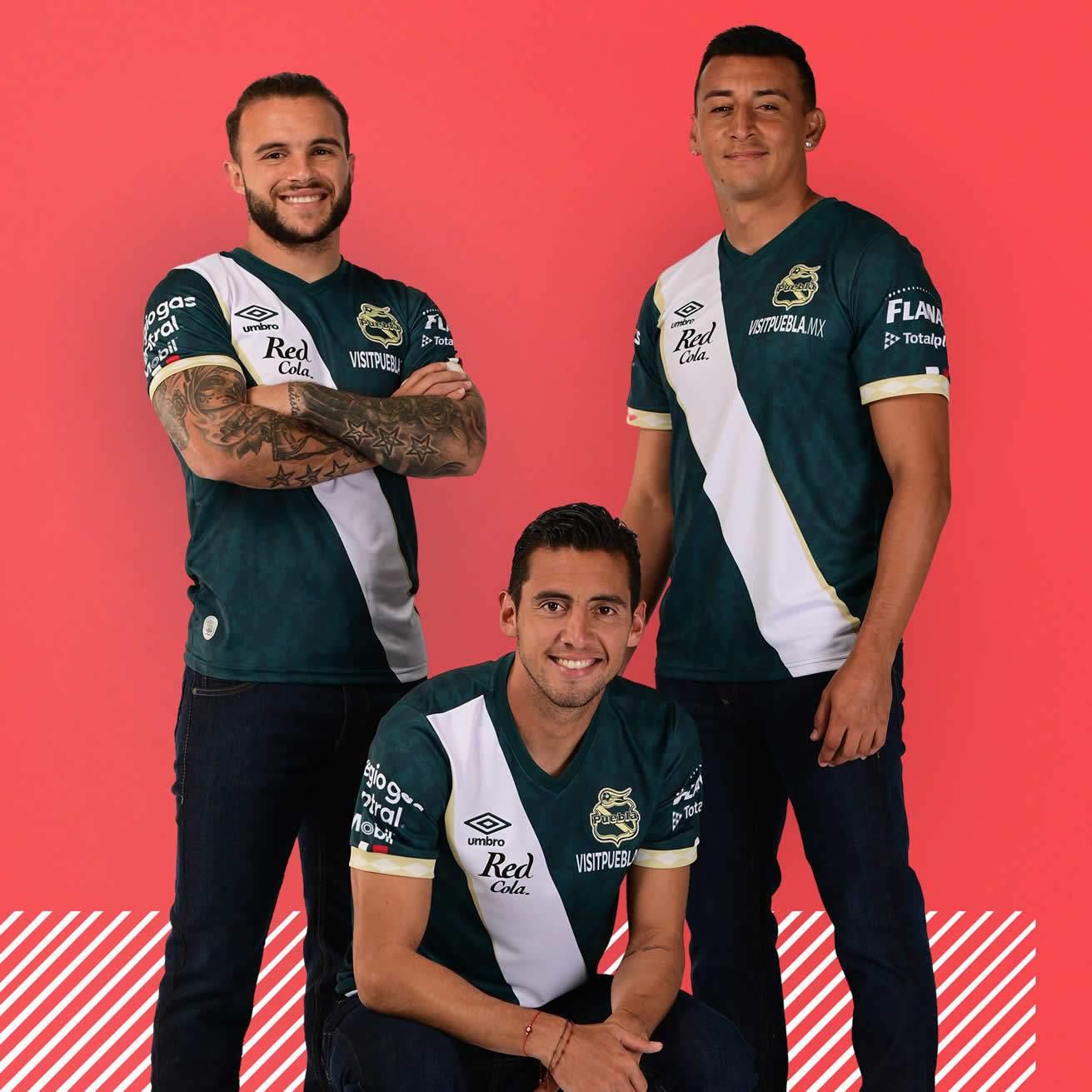 Camiseta visitante Umbro del Club Puebla 2021/22