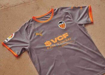 Cuarta camiseta Puma del Valencia 2021/22