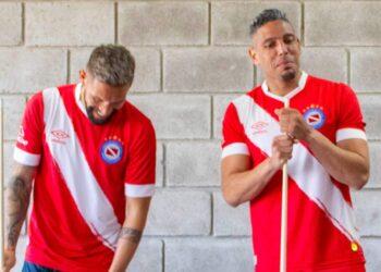 Camiseta Umbro de Argentinos Juniors 2021/22