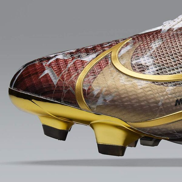 "Botines Nike Mercurial de Cristiano Ronaldo ""CR110"""