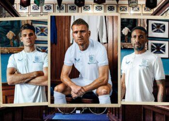 """Camiseta Castore del Rangers FC """"150 aniversario"""""""